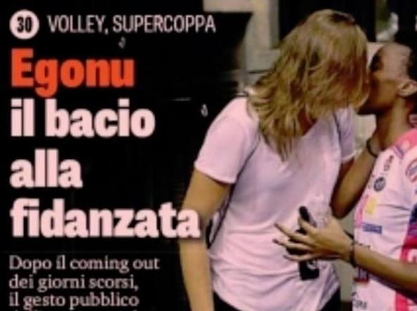 Paola Egonu e il bacio alla fidanzata