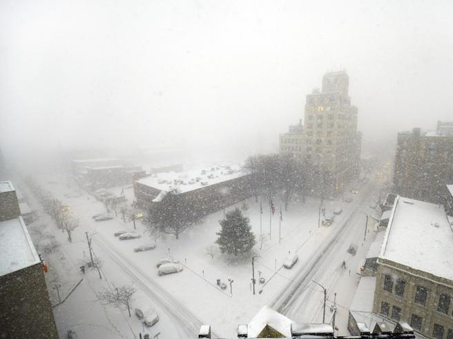 Tempesta di neve a New York e su costa orientale: 8 morti