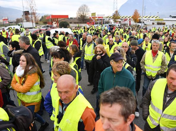 Francia, donna muore investita da un'auto alla manifestazione contro il caro-benzina