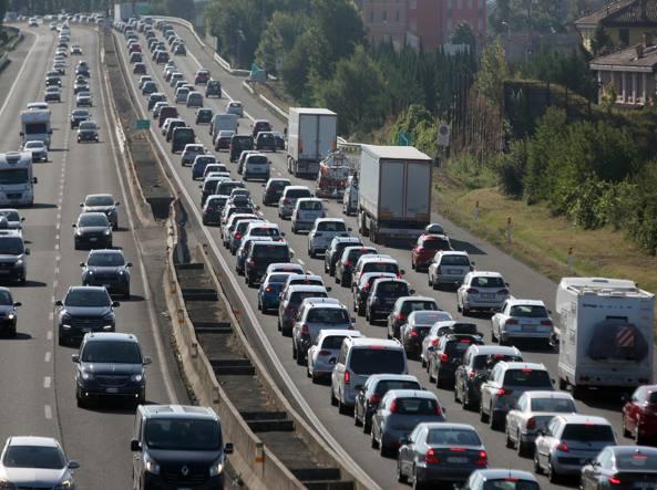 Manovra: ok incentivi a auto elettriche e tasse a chi inquina
