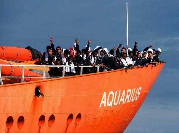 Migranti, Aquarius chiude l'attività. Salvini: meno sbarchi e morti