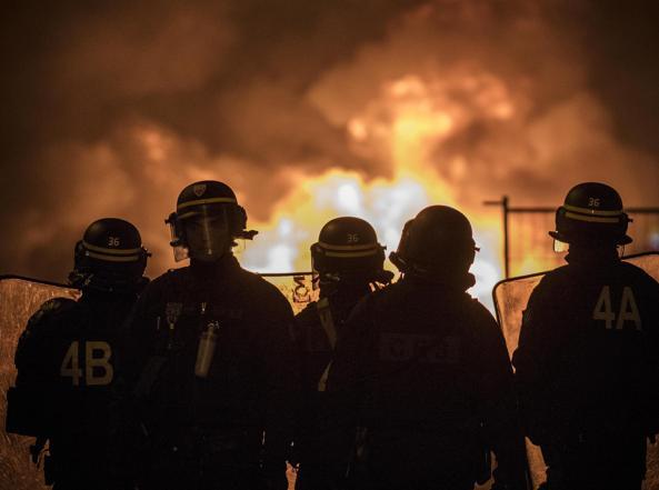 In Francia è rischio colpo di Stato, la Polizia impiega 89.000 agenti