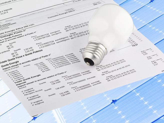 Bollette: da gennaio il gas aumenta del 2,3%, stabile l'elettricità