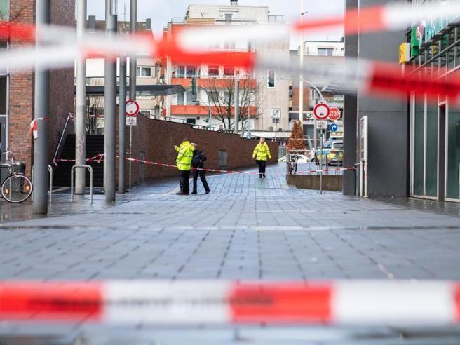 Germania, auto contro la folla durante i festeggiamenti di Capodanno