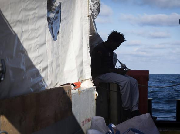 Migranti, la volontaria Sea Watch: 'Come italiana provo imbarazzo assurdo'