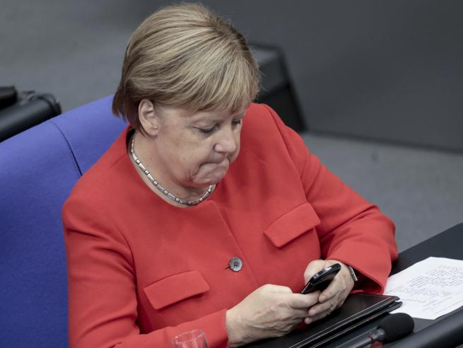 I dati di centinaia di politici tedeschi sono stati hackerati e pubblicati online. Coinvolta anche Merkel