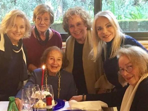 Le Signorine Buonasera riunite per festeggiare Nicoletta Orsomando!