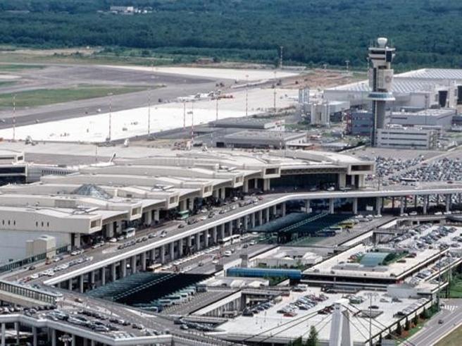Sciopero controllori Enav, oltre 30 voli cancellati in aeroporti Puglia