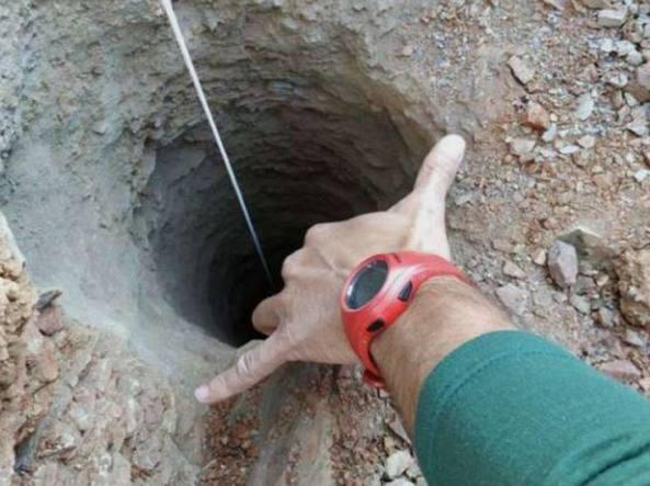 Ore disperate per il bimbo caduto nel pozzo