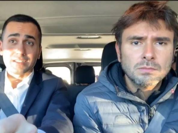 Di Maio-Di Battista in auto a Strasburgo: 'Cambiamo la Ue'