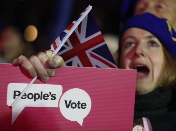 Brexit: Theresa May presenta il piano 'B'