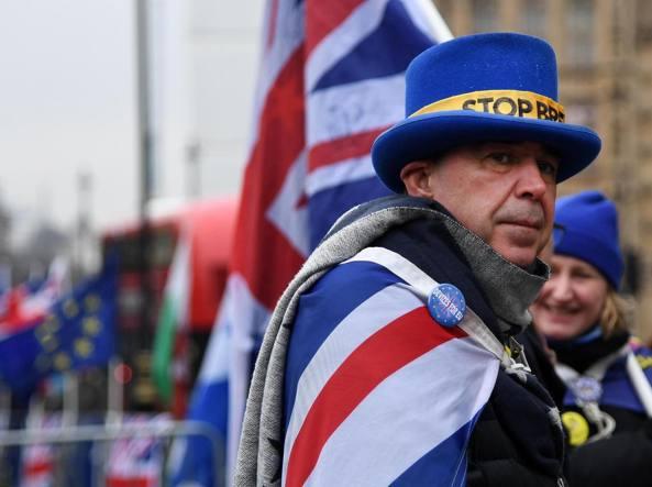 Brexit, la regina in campo per l'unità