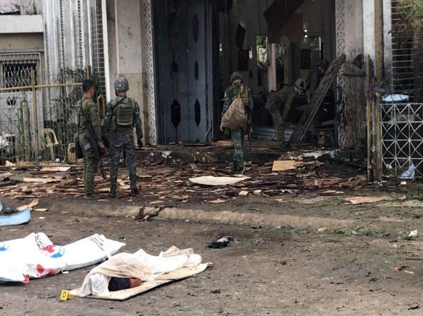 Isola di Jolo, bomba in chiesa: 27 morti