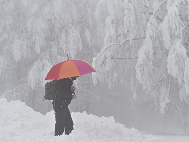 Venerdì mattina neve intensa anche a bassa quota, poi la pioggia