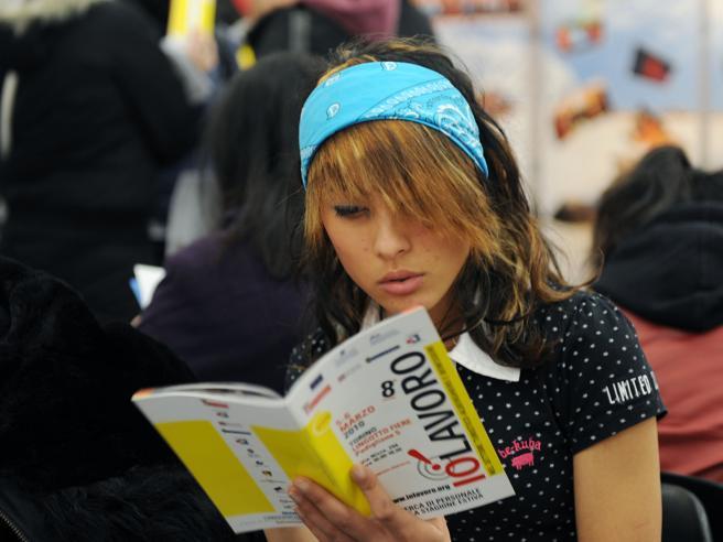 Disoccupazione stabile, risale tra i giovani