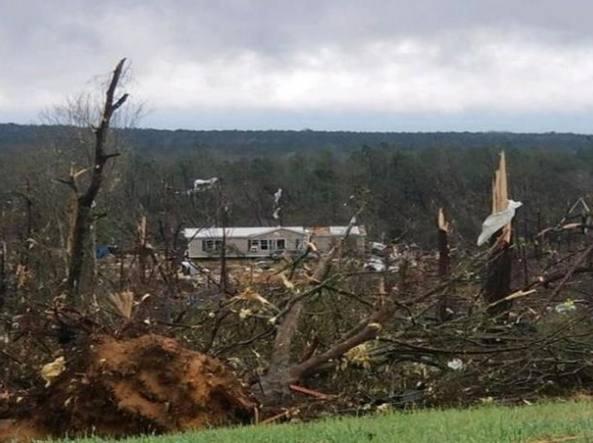 Tornado devastanti in Alabama: almeno 23 morti, tra cui due bambini