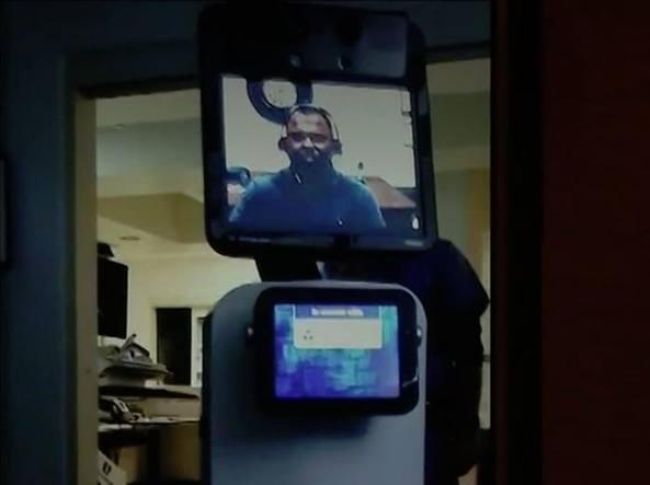 Robot entra in ospedale e parla con paziente: