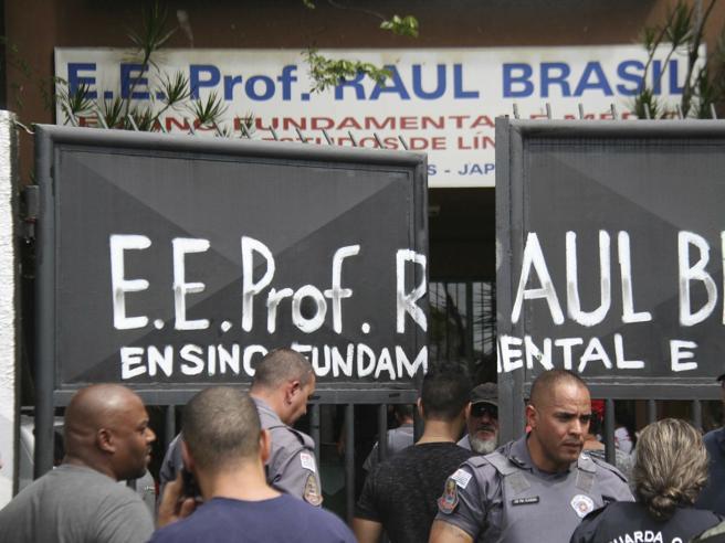 Irruzione a scuola, strage in Brasile