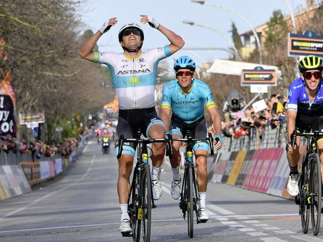 Tirreno-Adriatico, Lutsenko va in fuga e vince, Yates allunga in classifica