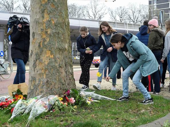 Spara sul tram a Utrecht, 3 morti: mistero sul movente del killer