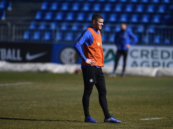 Calciomercato Roma, Dzeko: via a giugno per rimanere in Serie A