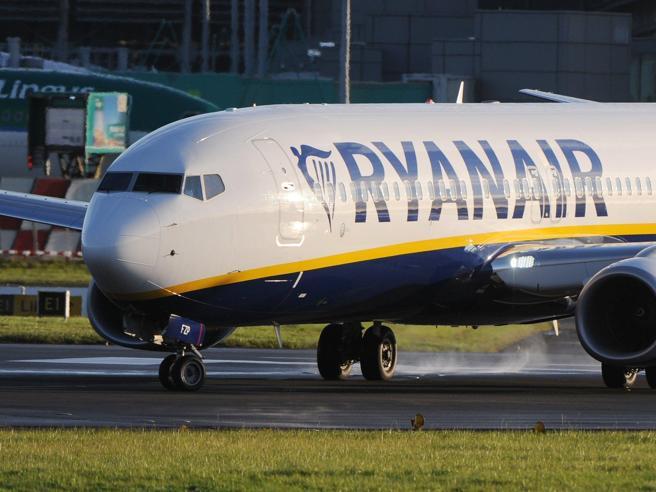 Ryanair, fumo da una turbina: atterraggio d'emergente per il volo Napoli-Treviso