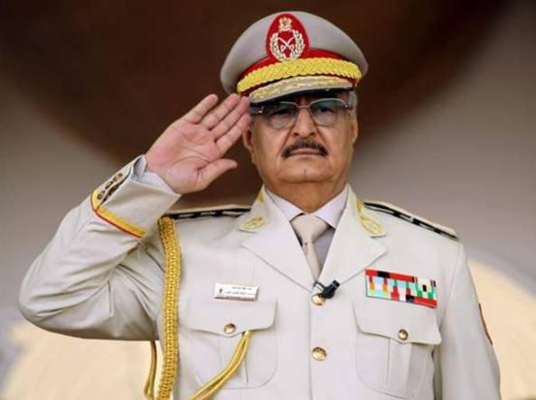 Caos Libia, raid aerei contro Haftar: scontri vicino all'aeroporto di Tripoli