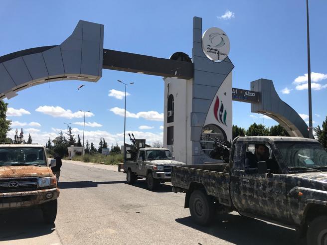 Libia, scontri a sud di Tripoli. Oltre 2.000 i civili in fuga