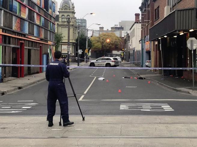Sparatoria nella notte a Melbourne: un morto e diversi feriti