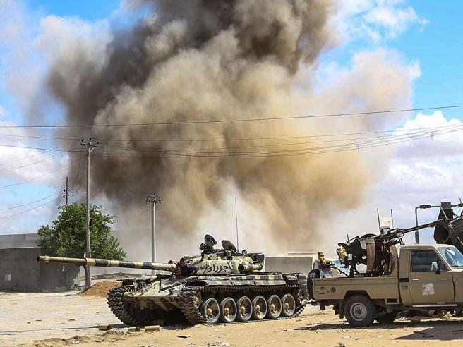 Libia: trafficanti organizzano barconi, rischio Isis tra i migranti