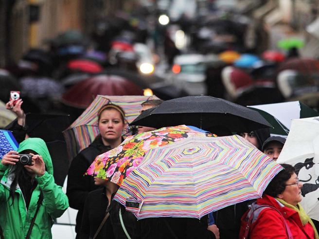 Meteo, maltempo fino al 25 aprile: due giorni di pioggia e grandine