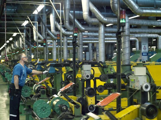 Produzione industriale: stop al trend positivo. A Marzo meno 0,9%