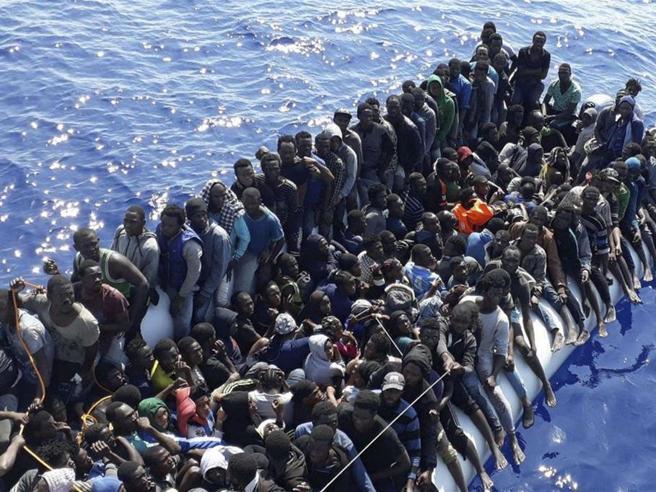Almeno 70 morti in un naufragio al largo della Tunisia