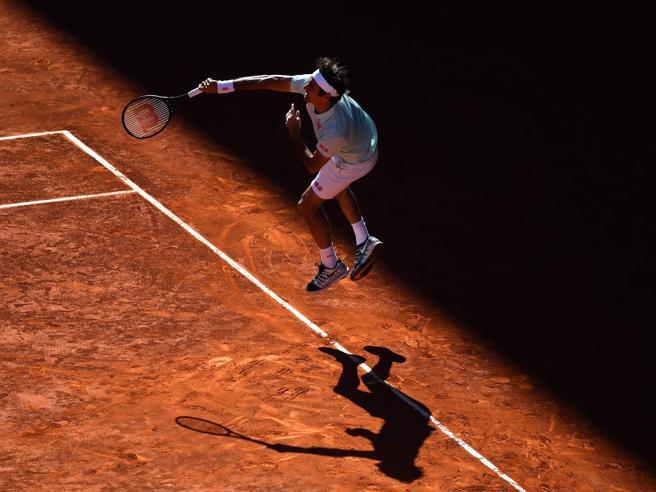 Tennis, Roma: problema alla coscia Roger Federer si ritira dagli Internazionali d'Italia