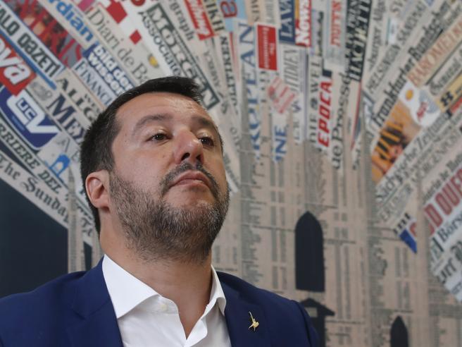 Sea Watch verso l'Italia, Salvini: