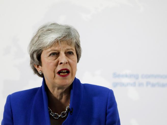 Brexit, Theresa May annuncia un