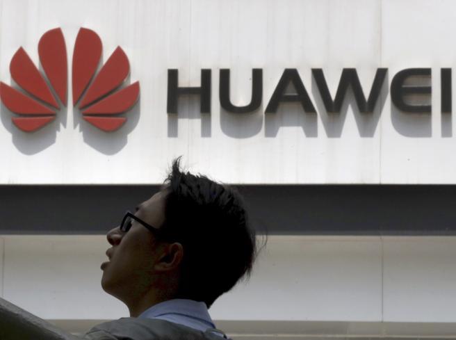 Trump concede 90 giorni a Huawei per acquistare software USA