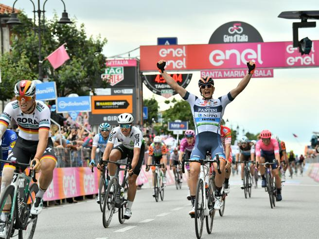 Richard Carapaz vince il Giro d'Italia 2019, Nibali secondo