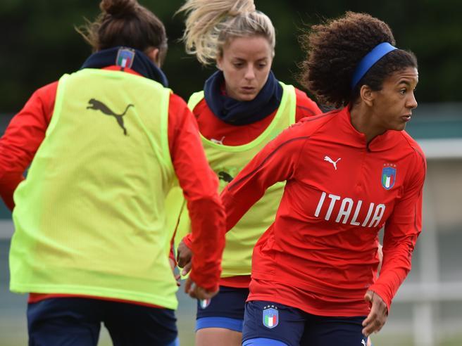 Mondiali calcio femminile, 2-1 all'Australia, l'Italia vince al suo esordio in Francia