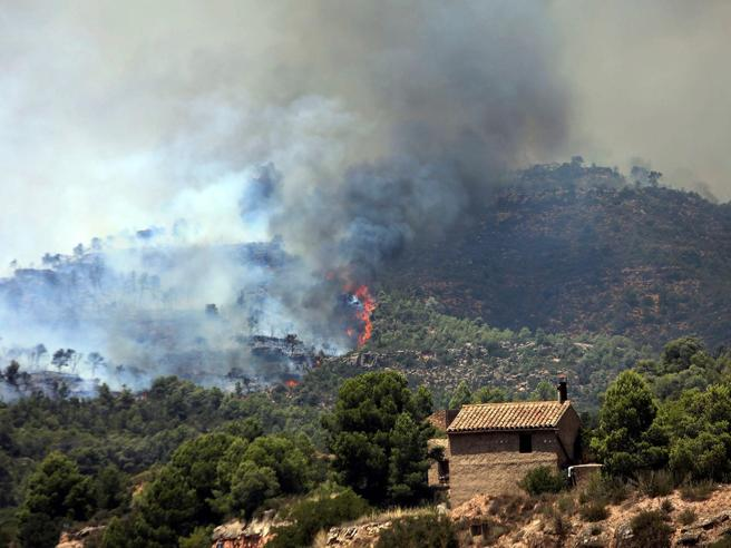 Enorme incendio in Catalogna