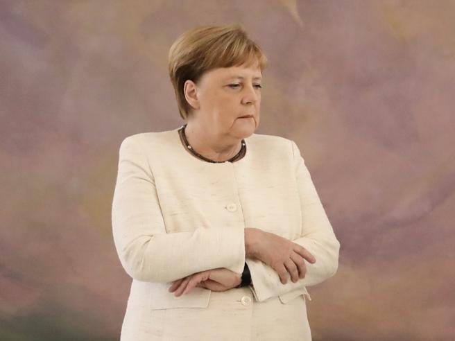 Angela Merkel di nuovo colta da tremore