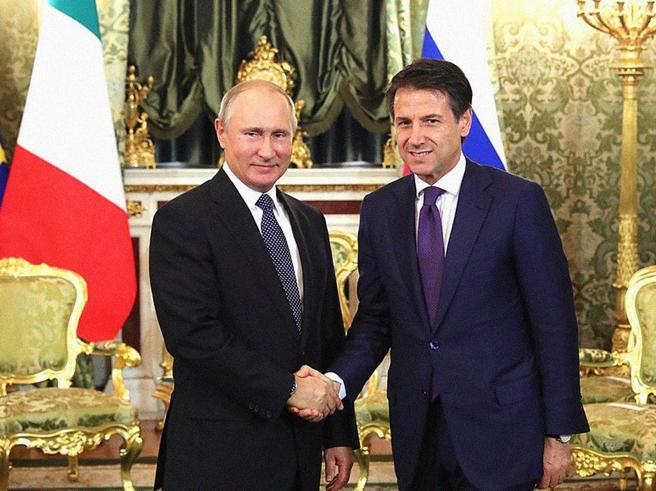 Putin parte da Roma, ma prima saluta un amico:
