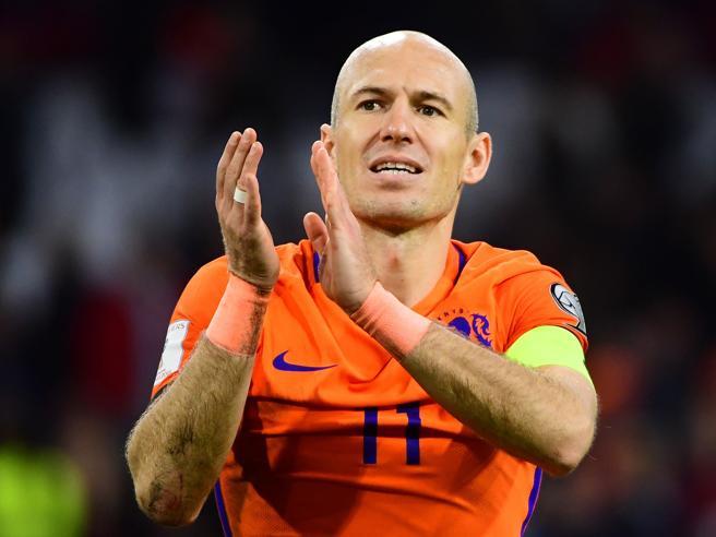 Robben annuncia la fine della carriera:
