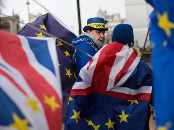 Svolta del Labour, Corbyn chiede un 2° referendum sulla Brexit