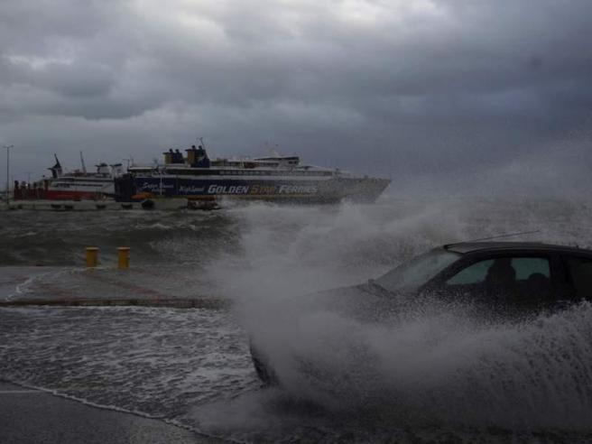 Maltempo in Grecia: tornado provoca almeno 6 turisti morti e 30 feriti