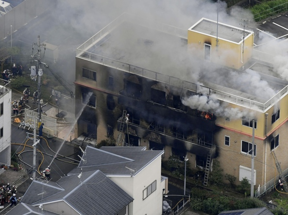 Incendio dentro la Kyoto animation: morti, feriti e dispersi