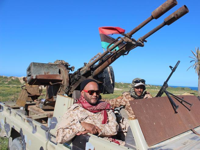 Libia, attacco all'aeroporto di Misurata, vicino all'ospedale militare italiano