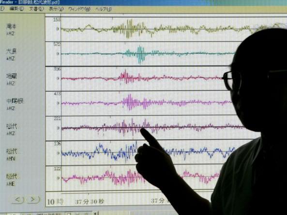 Forti scosse di terremoto nelle Filippine: crolli, morti e feriti