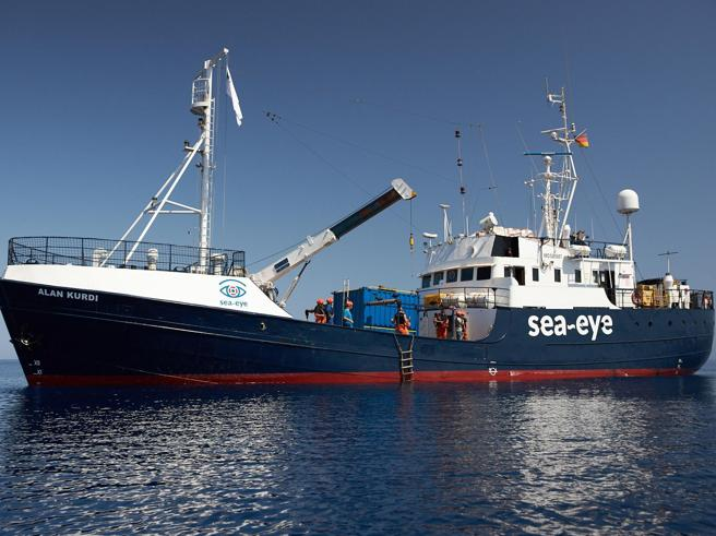 Migranti, i 40 della Alan Kurdi sono sbarcati oggi a Malta