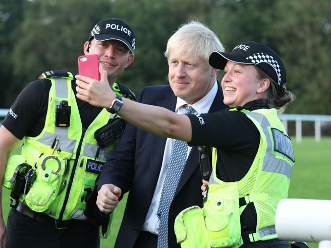 Brexit: Johnson insiste, il 31/10 fuori dall'Ue sia come sia